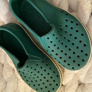 Native Green shoes size 8 toddler GUC